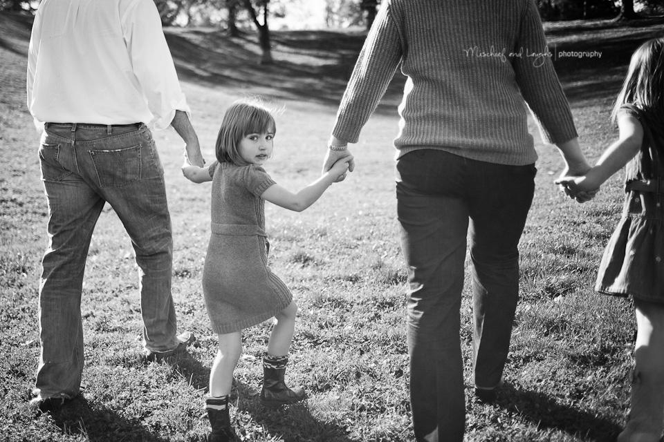 cincinnati family walking in the park