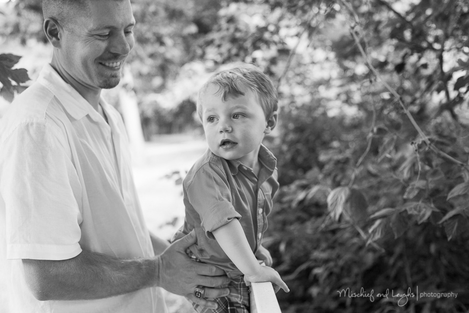 Family pictures with a busy toddler, Mischief and Laughs Photography, Cincinnati OH