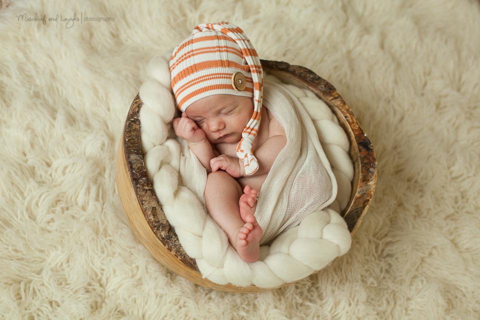 Older Newborn Baby - Cincinnati Newborn Photographer, Mischief and Laughs