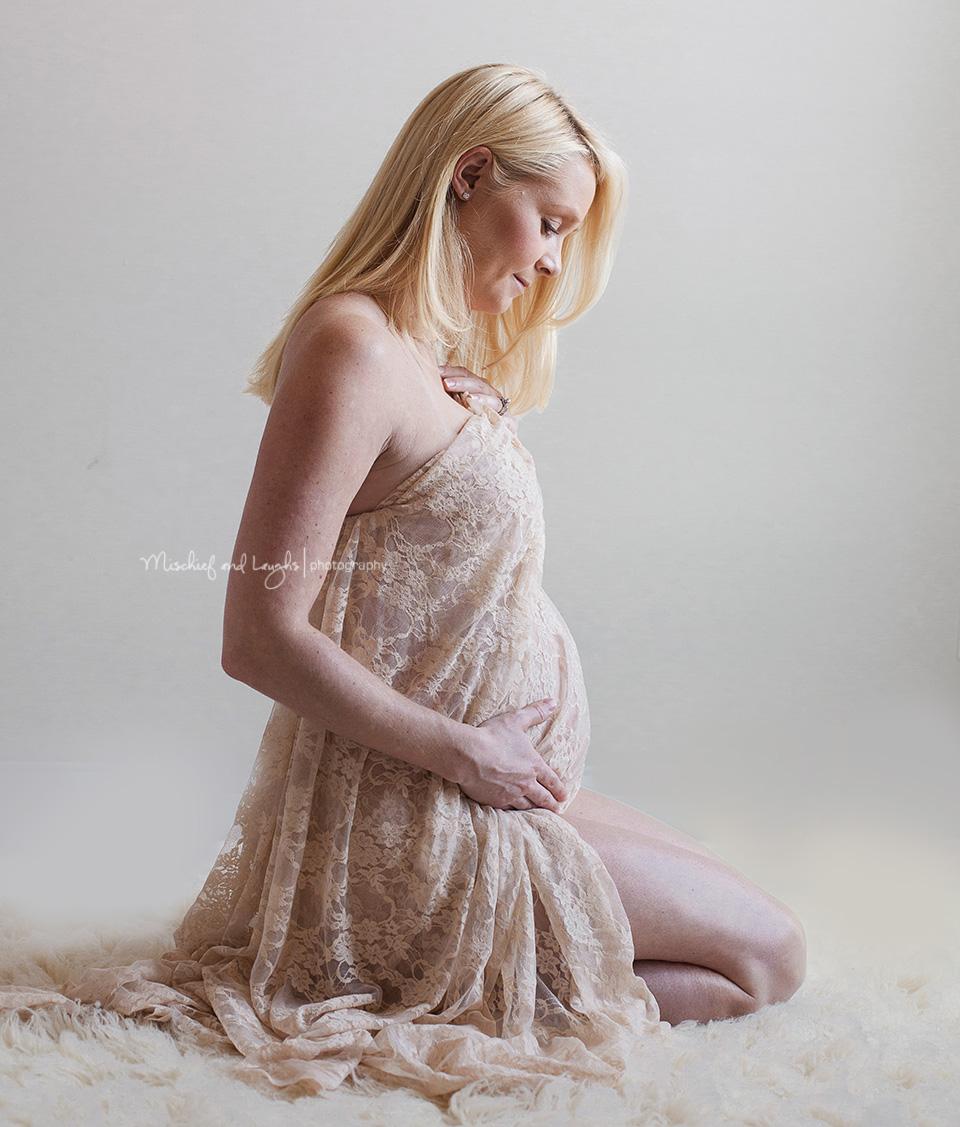 Studio maternity pictures, Mischief and Laughs, Cincinnati OH