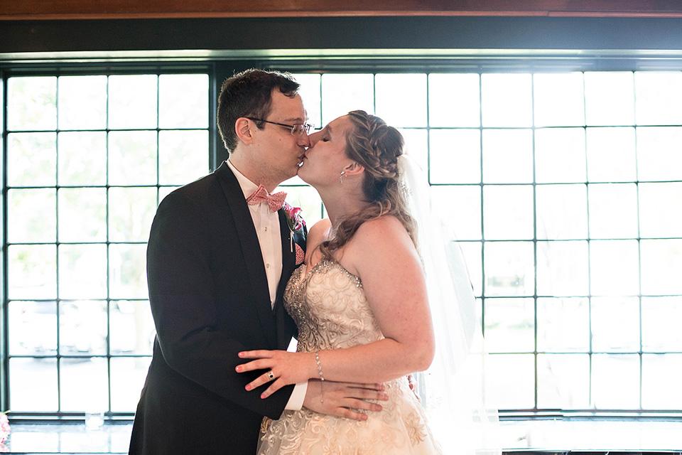 Skaneateles Wedding at the Sherwood Inn, Finger Lakes Wedding Photographer