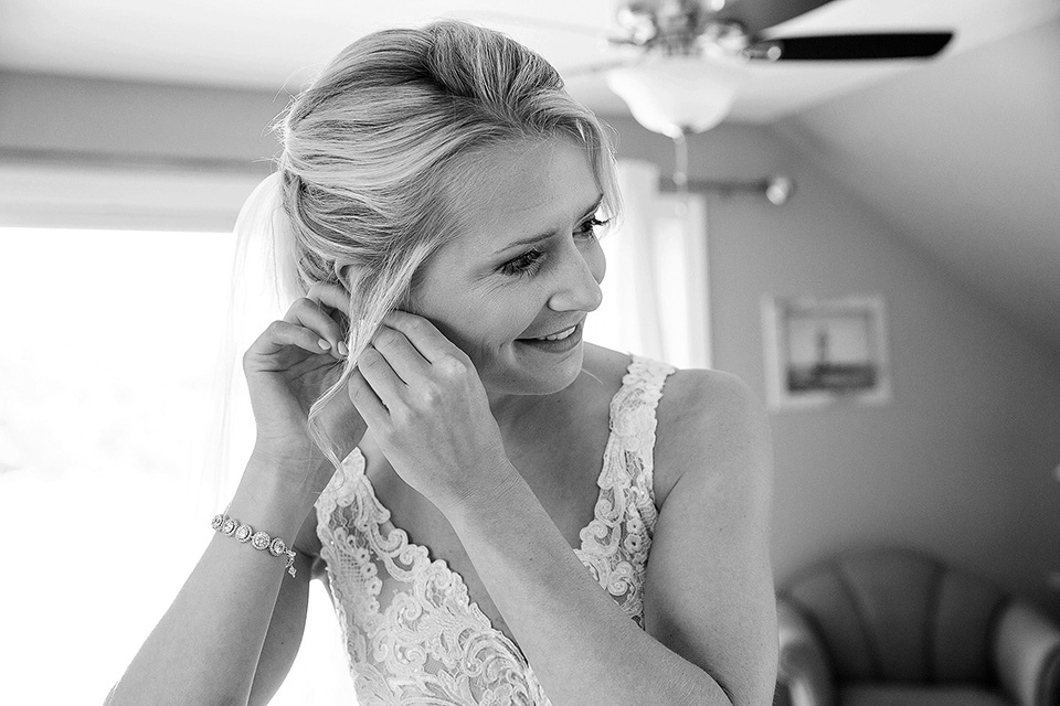Finger Lakes wedding, bride getting ready for the ceremony, Finger Lakes wedding photographer