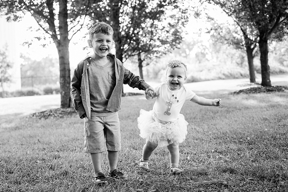 Sibling pictures in Cincinnati OH, Cincinnati Family Photographer