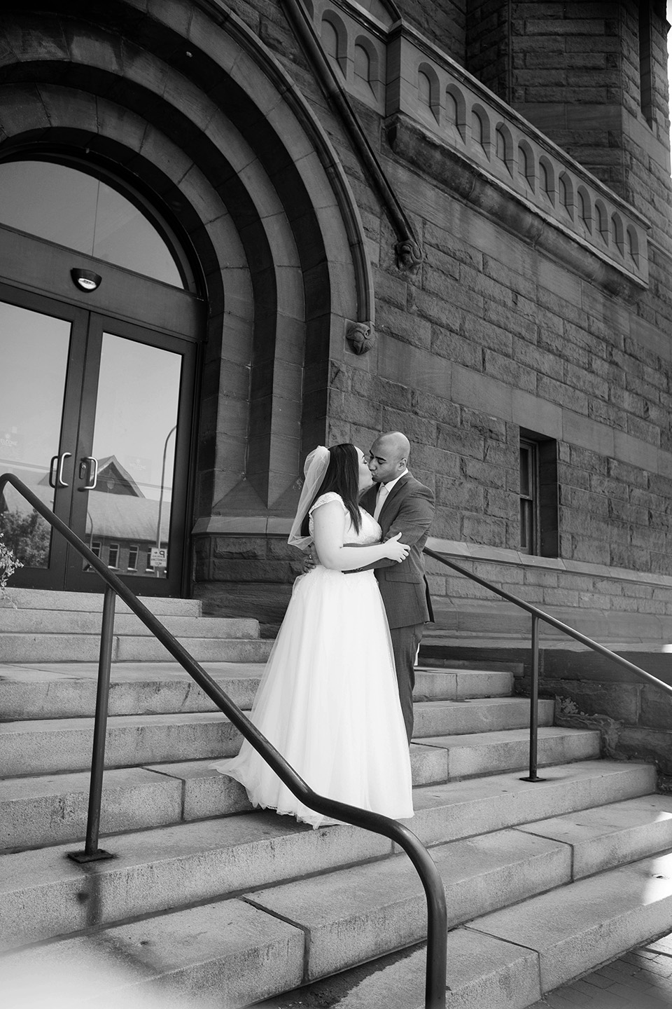 pictures on the courthouse steps, iconic elopement photos