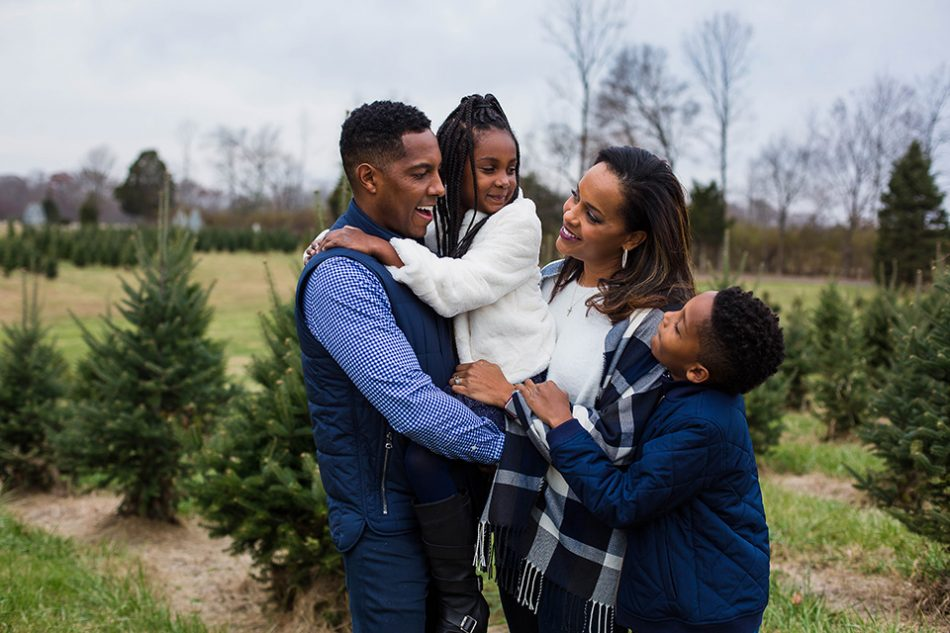 family pictures at a christmas tree farm, Cincinnati OH family photographer