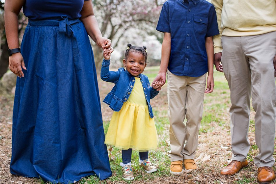 Outdoor family portraits with toddlers in cincinnati