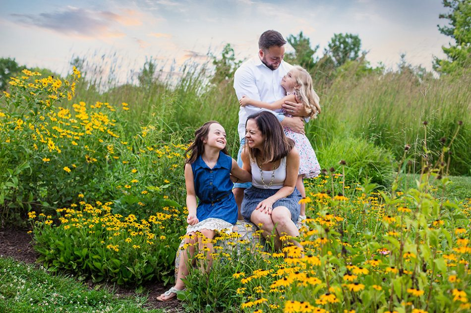 Cincinnati Ohio photographer takes outdoor family pictures with flowers