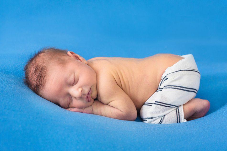 Simple newborn pictures, Cincinnati Newborn Photographer